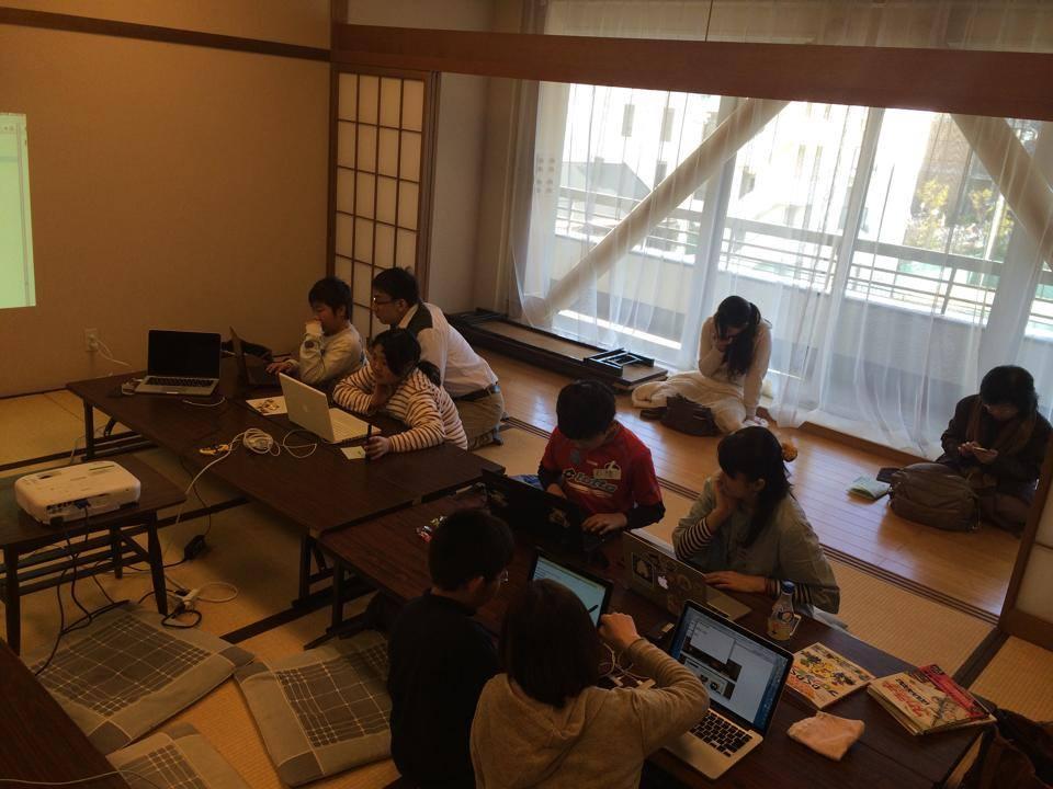 西宮市市民交流センターで子供たちがHTMLとScratchを学んでる様子